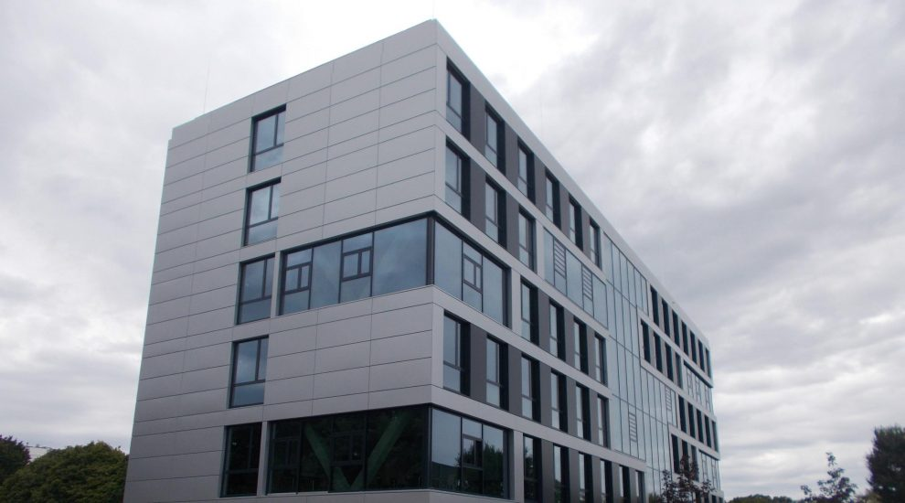 Hochschule Bochum neue Aluminiumfassade linksseitige Ansicht